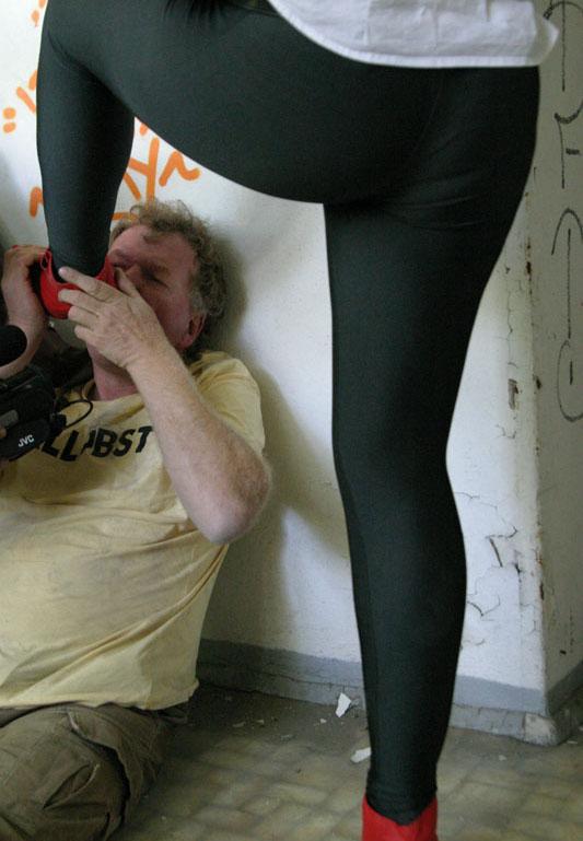 femdom cbt zerschnittene leggings